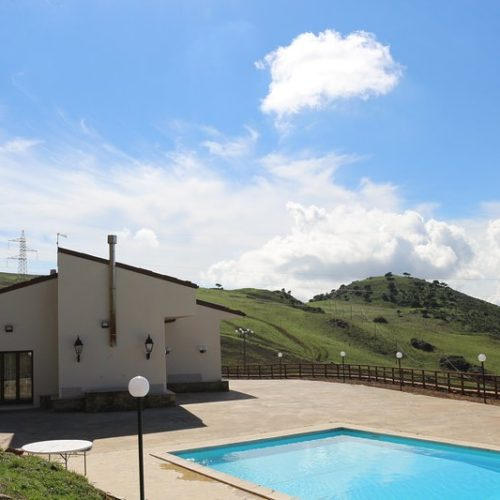 Horses and riding near Mount Etna - Sicily. Holidays in Italy. Accommodation